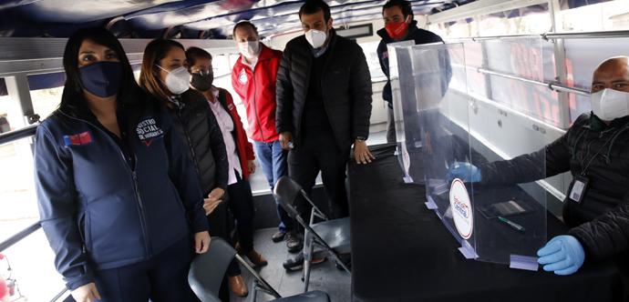 En Estación Central, y junto al alcalde Rodrigo Delgado, las autoridades inauguraron IFE Bus, un servicio de atención móvil que se dedica a recorrer la comuna para orientar y ayudar a los vecinos en la postulación o apelación al Ingreso Familiar de Emergencia y también al Registro Social de Hogares.