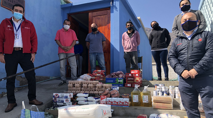 Varios kilos de carne, fideos, arroz, quintales de harina, huevos y hasta dulces, fueron parte de la donación que entregó la empresa Komatsu Cummins al albergue de mujeres en situación de calle, ubicado en el sector norte de Antofagasta.